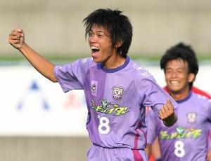Takumi Hashimoto celebrating his goal