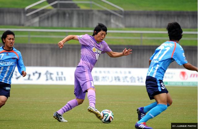 Tsugutoshi Oishi on the ball.