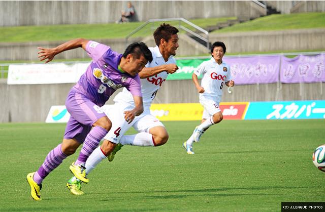Yusuke Ishii racing for the ball